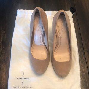 Beige Suede Pour la Victorie Platform Heels Size 8